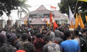 Demo Tolak Omnibus Law Di Lumajang Bentrok