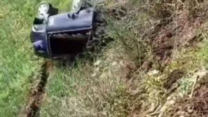 Video Detik-Detik Mobil Pickup Terjun Ke Jurang
