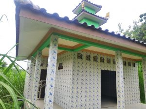 Bangunan Misterius Mirip Masjid Berarsitektur Pura Di Tengah Sawah Jadi tanda Tanya