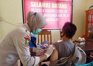 Tahap II, Tenaga Kesehatan Biddokkes Polda Malut Lakukan Vaksinasi