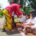 Umat Hindu Mojokerto Gelar Upacara Melasti Dengan Sederhana