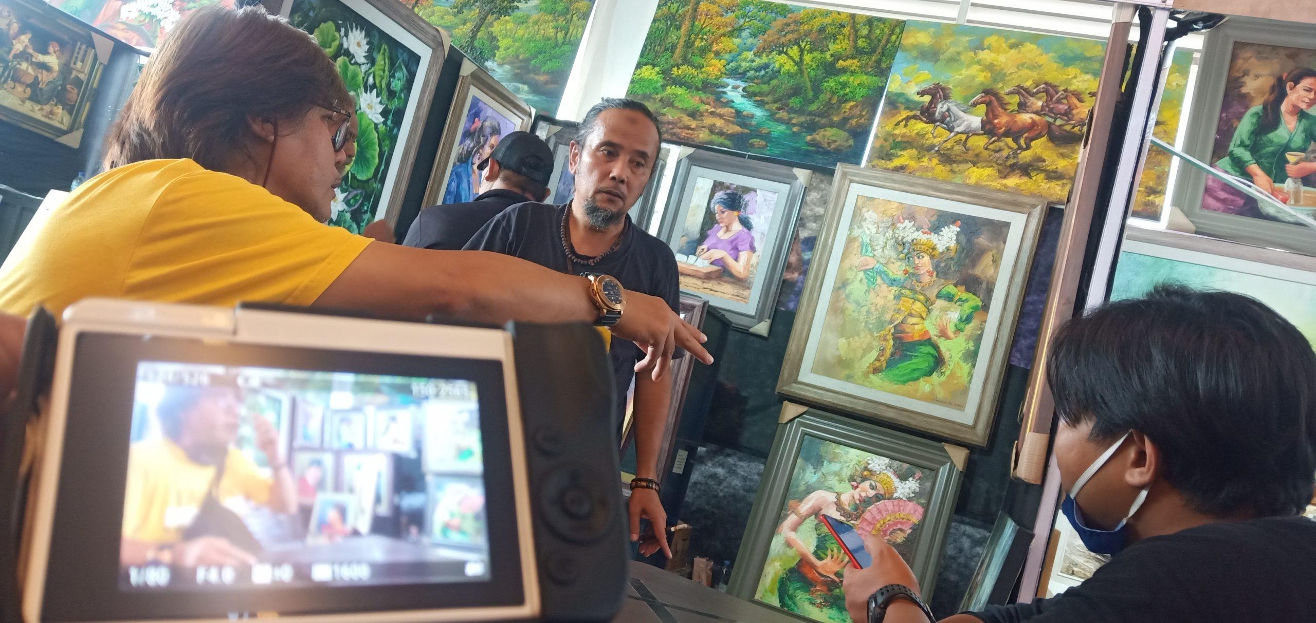 Pameran Lukisan Bertajuk Swarna Warni 2021 Bikin Sunrise Mall Berbeda