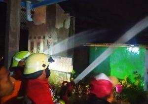 Ditinggal Ibadah Shalat Tarawih, Rumah di Jombang Dilalap Si Jago Merah