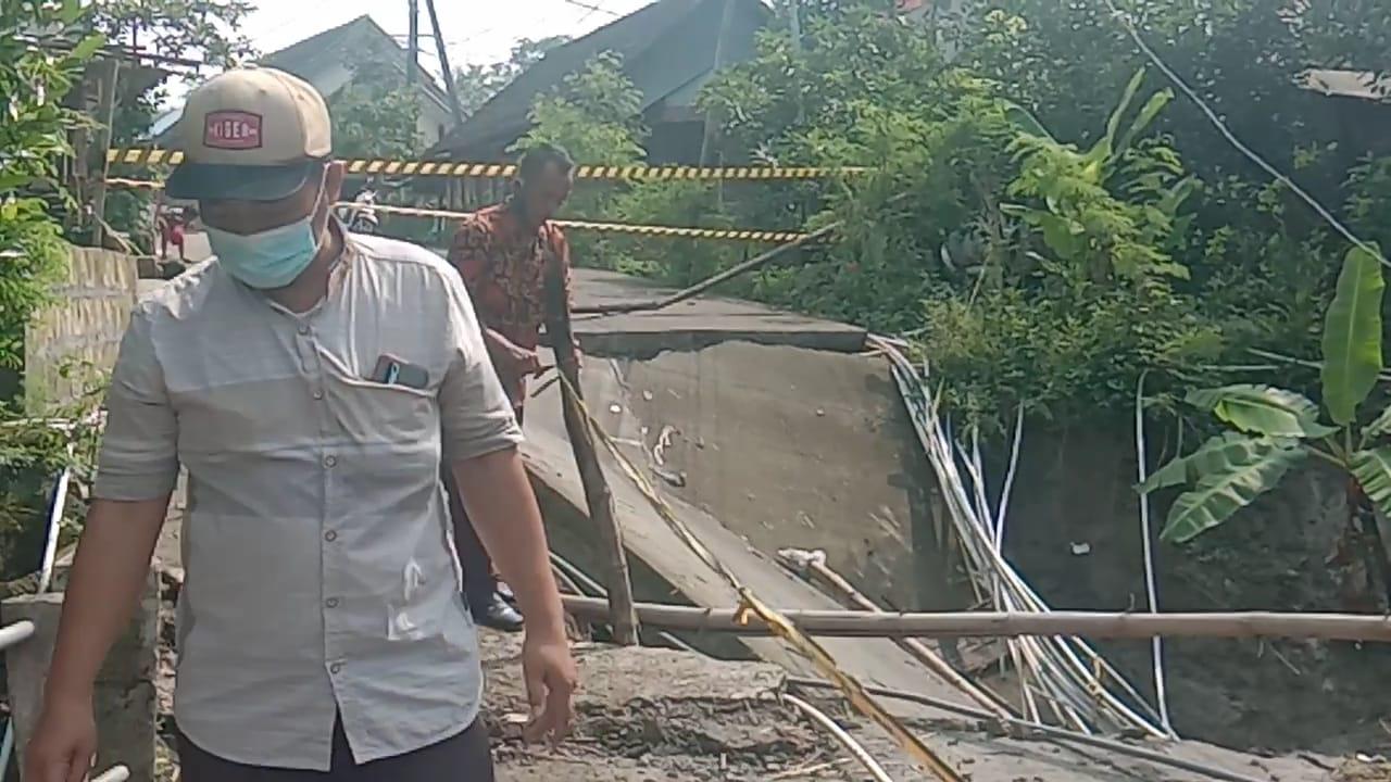 Jembatan Penghubung Alternarif Mojokerto Dengan Dua Kabupaten Gresik Ambles