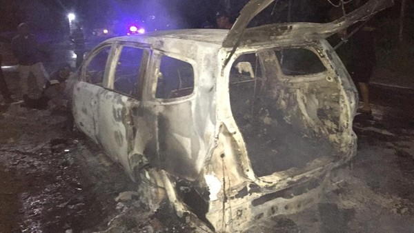 Nissan Grand Livina di Ponorogo Ludes Terbakar