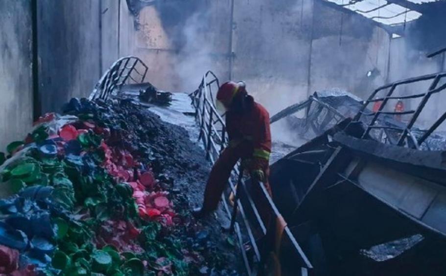 Pabrik Plastik di Surabaya Kembali Terbakar