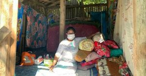 Cerita Nenek Sukini Pasca Rumahnya Porak-poranda Akibat Gempa