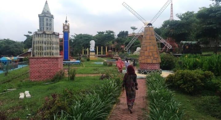 Menengok Wisata Kolam Renang Joglo Park Mojokerto