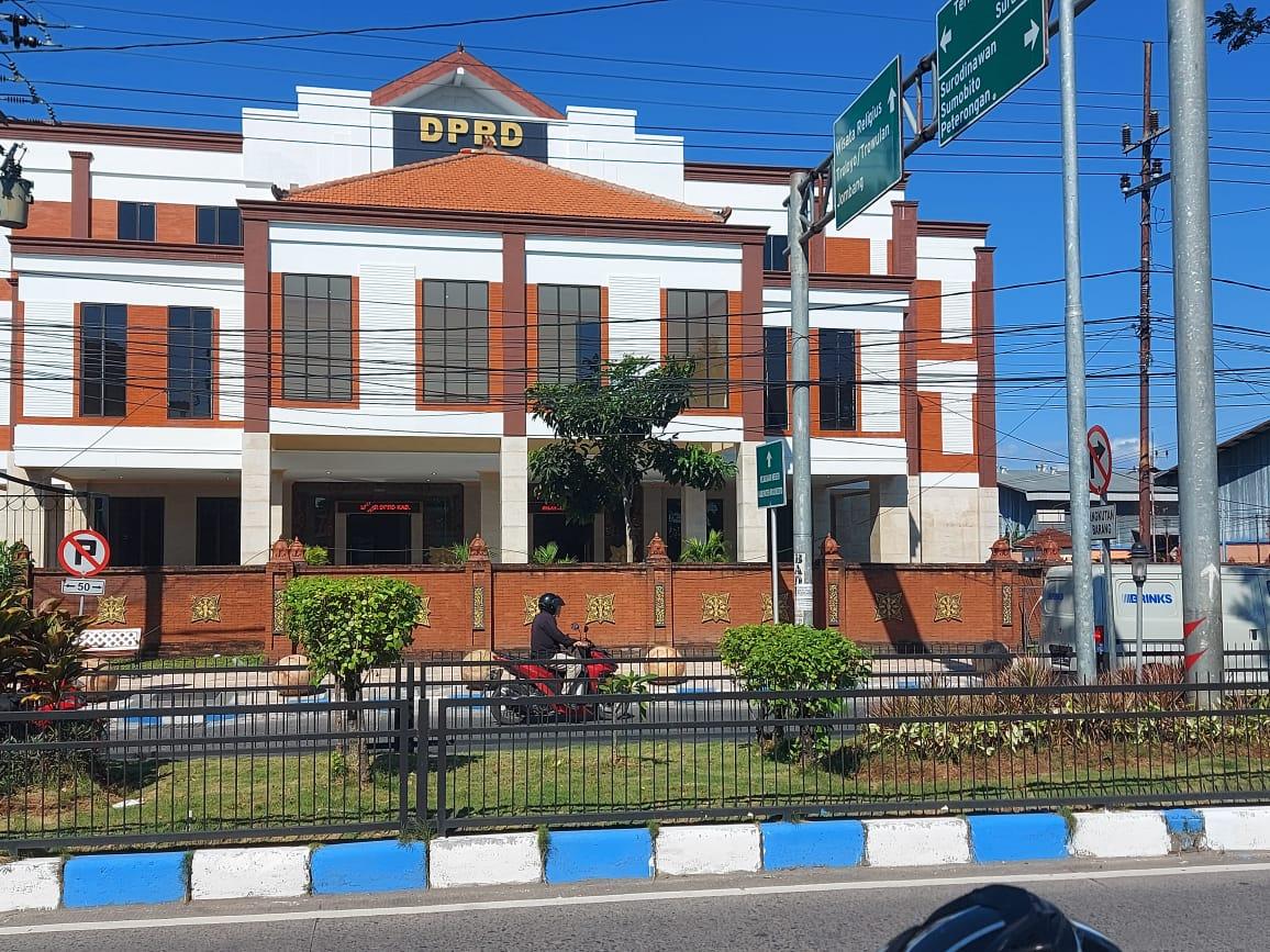 Aneh, Sekwan DPRD Kabupaten Mojokerto Nyatakan Mundur Tapi Tetap Bertugas