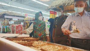 Walikota Mojokerto Temukan Makanan Import Tanpa Tanggal Kadaluarsa Saat Sidak