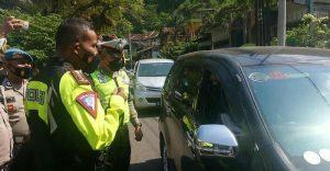 Polisi di Trenggalek Putar Balik Wisatawan