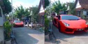 Lamborghini Lewat Kampung di Lamongan Viral