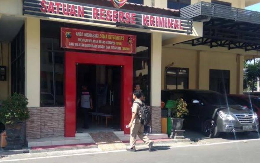 Diduga Terlibat Kasus Jual Beli LKS ISBN Palsu Kasek SDN Pohkecik Dipanggil Polisi