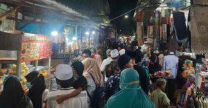 Malam Jum'at terakhir Ramadhan 2021, Masyarakat Padati Makam Sunan Ampel, Tak Tertib Prokes