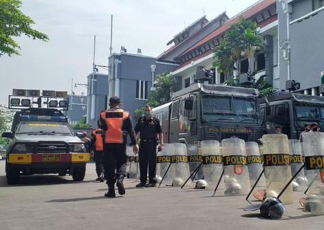 Demontrasi Akbar Madura Melawan Akan Disambut Dengan Water Cannon Dengan Kawat Beduri