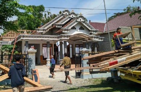 Gempar, Pasutri di Ponorogo Cerai Bongkar Rumah Senilai Rp 400 Juta