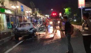 Mobil Peugeot Ludes Terbakar Saat Melintas di Nganjuk