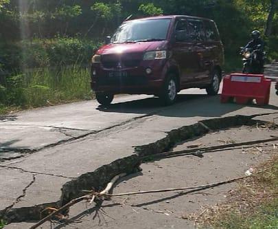 Jalan Penghubung Kabupaten Tulungagung dan Trenggalek Rusak Parah