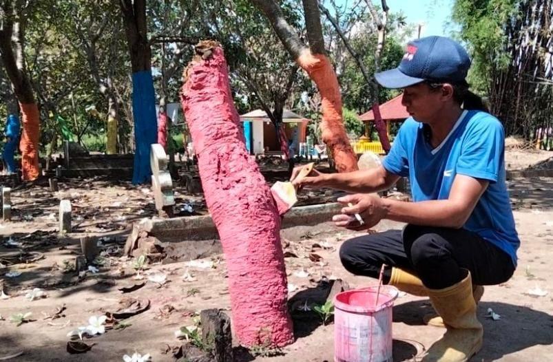 Makam Warna Warni Di Kedungmaling Hilangkan Kesan Serem
