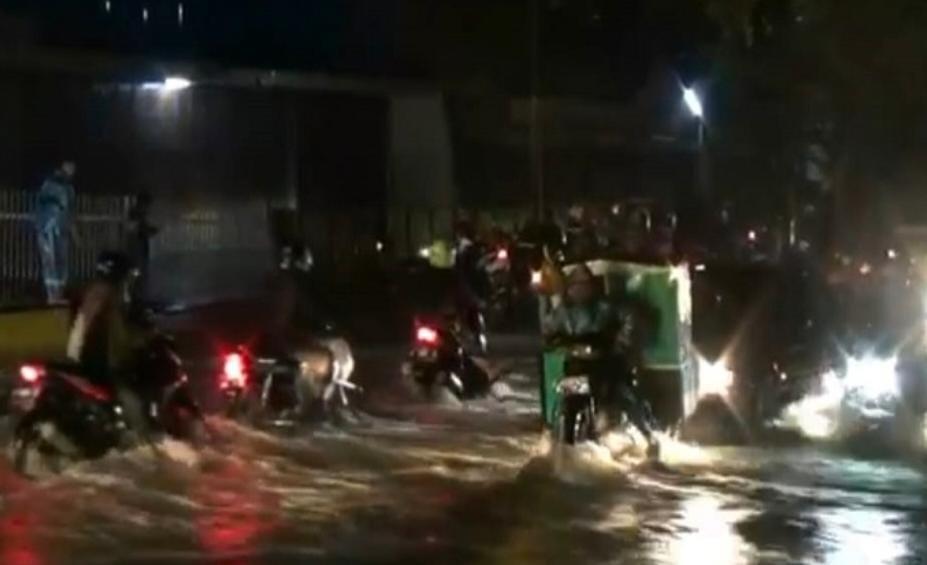 Diguyur Hujan, Jalan Penghubung Banyuwangi dan Jember Terendam Banjir