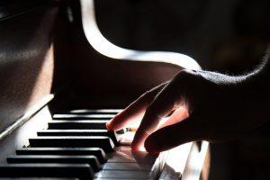 Ini 5 Keuntungan Bagi Sobat Lentera Yang Hobi Bermain Piano