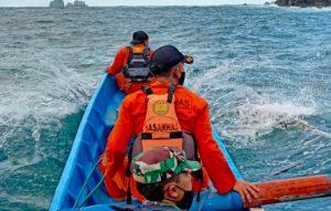 Mencari Lobster Dua Nelayan Hilang Terseret Ombak Di Teluk Prigi
