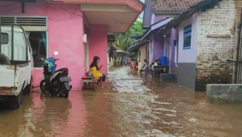 Sungai Bagong Banyuwangi Meluap, Ratusan Rumah Terendam Banjir