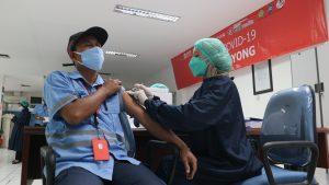 PT Tjiwi Kimia Tbk Gelar Vaksinasi Gotong Royong Ciptakan Kesehatan Masyarakat