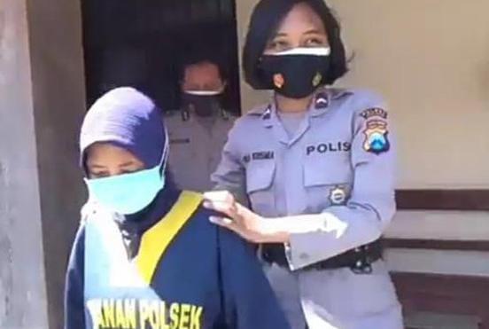 Apes, Mengambil HP Terjatuh Di ATM Wanita Ini Malah Masuk Penjara
