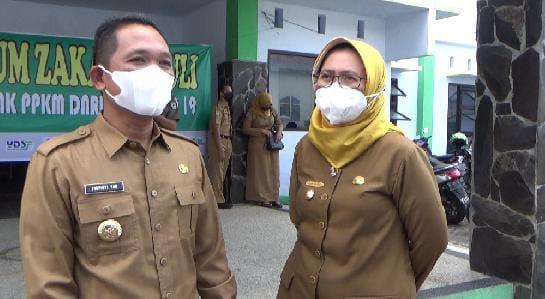 Hebat ! Bupati dan Wakil Bupati Lumajang Kompak Berikan Gajinya Untuk Warga Terdampak PPKM Darurat
