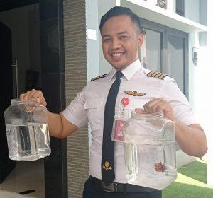 Jam Terbang Dikurangi, Pilot Ini Malah Punya Ribuan Cupang