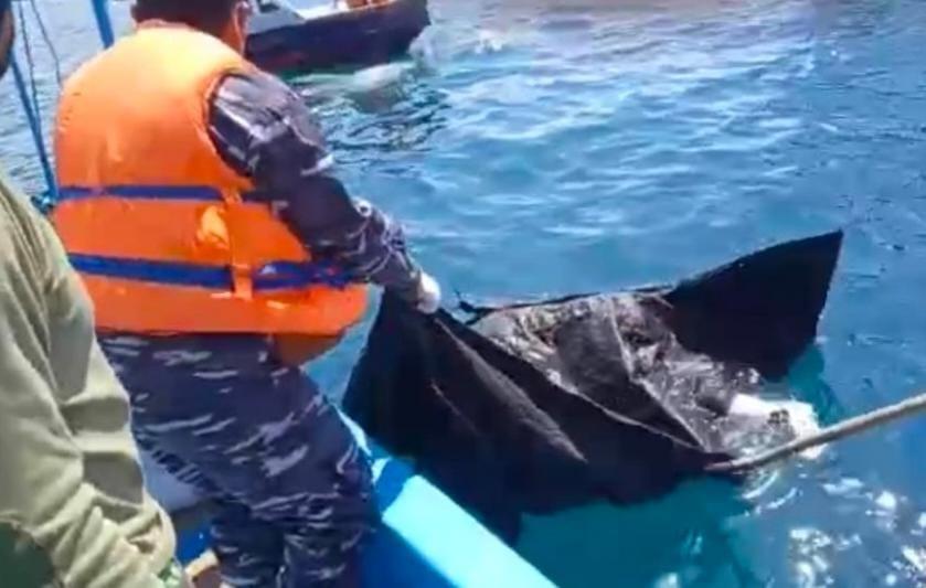 Mayat Perempuan Pakai Celana Dalam Hijau Di Teluk Banyu Biru, Diduga Korban KMP Yunicee