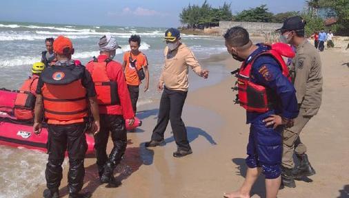 Tragis, Bersihkan Jeroan Sapi Kurban Santri Di Tuban Malah Terseret Ombak