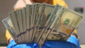 Dolar Justru Menguat Saat Pendapatan Masyarakat Menurun Karena PPKM Darurat