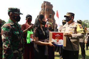 Polres Mojokerto Gelontorkan Bansos Untuk Budayawan Di Tanah Majapahit