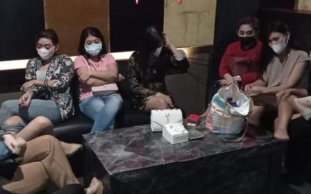 Karaoke di Surabaya Nekad Buka Saat PPKM, Aparat Panen LC