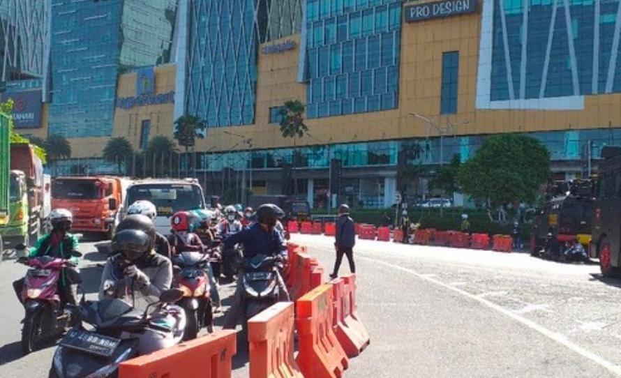PPKM Darurat, Bundaran Waru Ditutup Hingga 20 Juli, Jalan Tikus Menuju Surabaya Makin Sesak