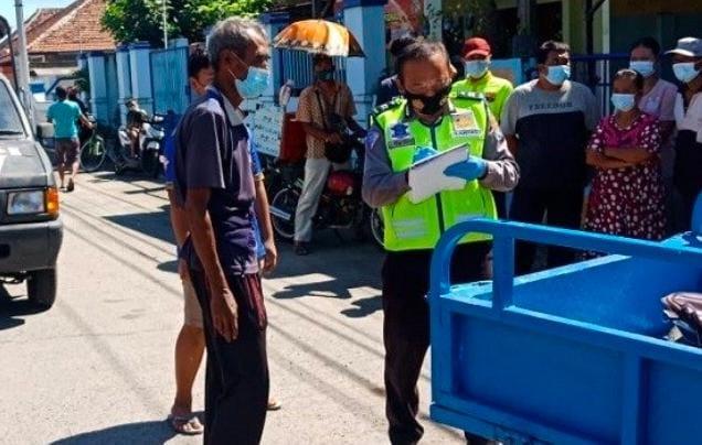 Tabrak Truk Parkir Pemotor Roda Tiga Di Jombang Tewas Di Lokasi