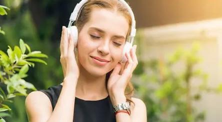 Ternyata Hobi Mendengarkan Musik Bisa Bikin Hidup Jadi Semangat
