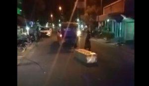 Viral, Peti Mati Pasien COVID-19 Keluar Sendiri Dari Mobil Ambulance Saat Akan Dimakamkan