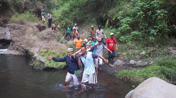 Jatuh Dari Air Terjun Triban lereng Gunung Bromo, Wisatawan Tewas
