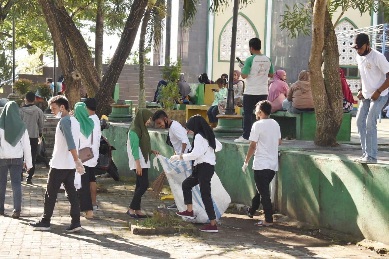 Ultah Ke-15 Tahun, Muara Group Lakukan Giat Pungut Sampah