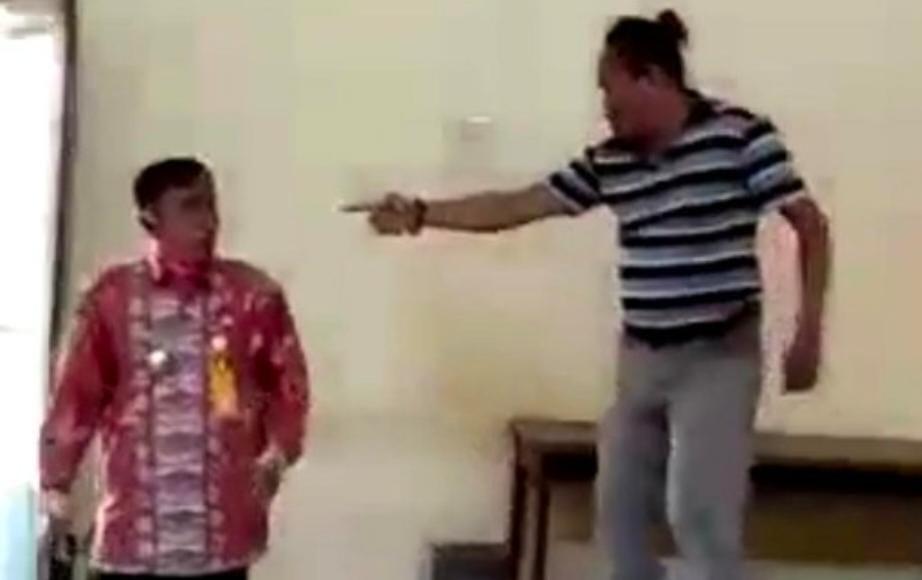 Viral Video Kades di Jombang Dianiaya Oleh Warganya