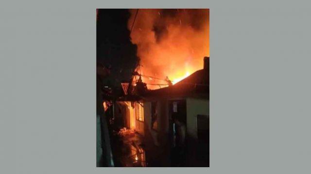 Rumah di Wonokromo Surabaya Terbakar