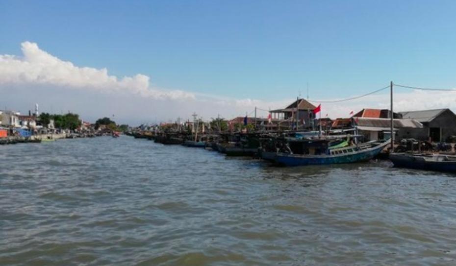 Diterjang Angin, Dua Nelayan di Pasuruan Jatuh ke Laut
