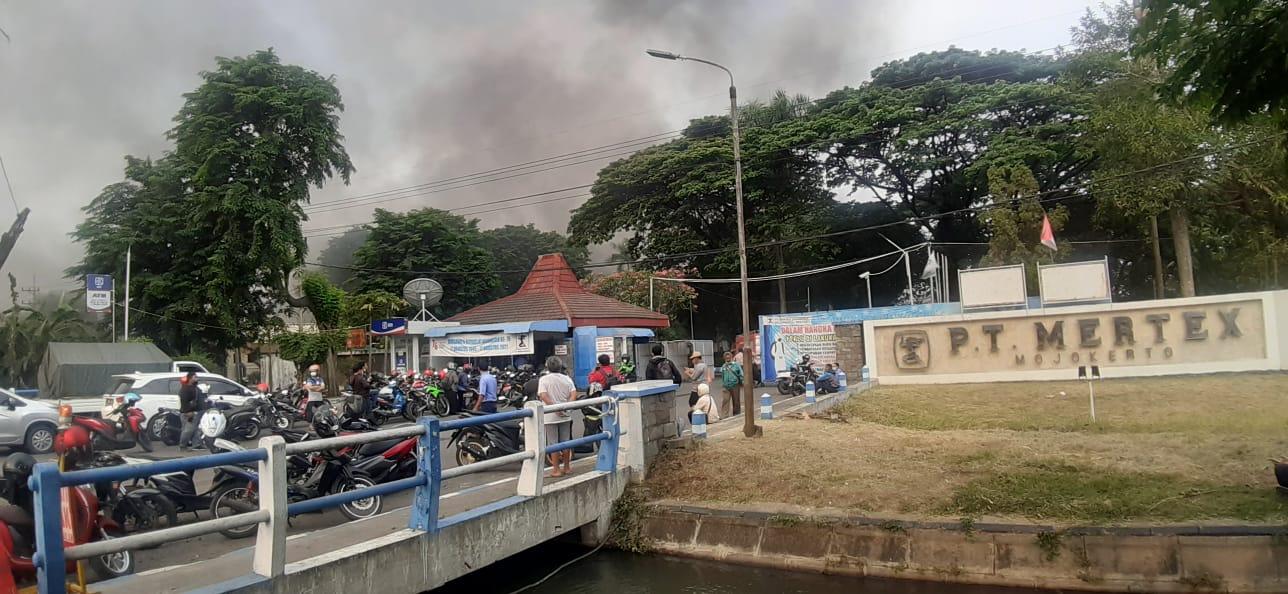 Pabrik Kain PT Mertex Kebakaran