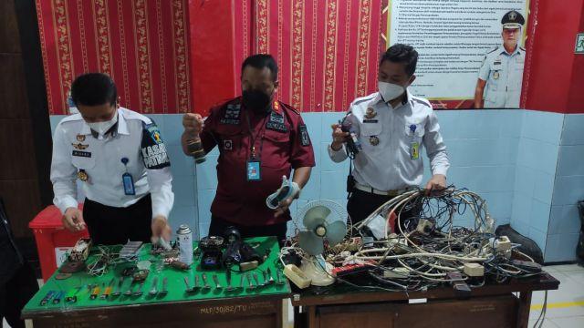 Puluhan Kabel Di Lapas Sidoarjo Diamankan