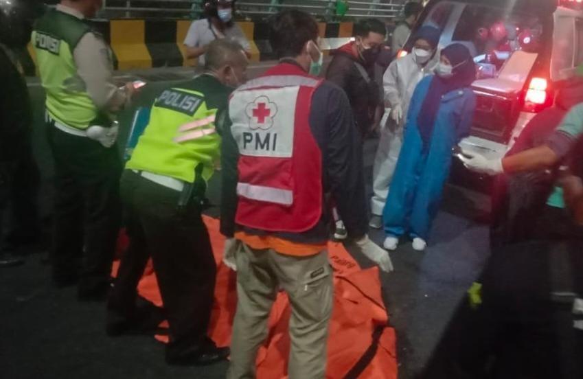 Pemuda Tewas Bersimbah Darah di Fly Over Pasar Kembang Surabaya
