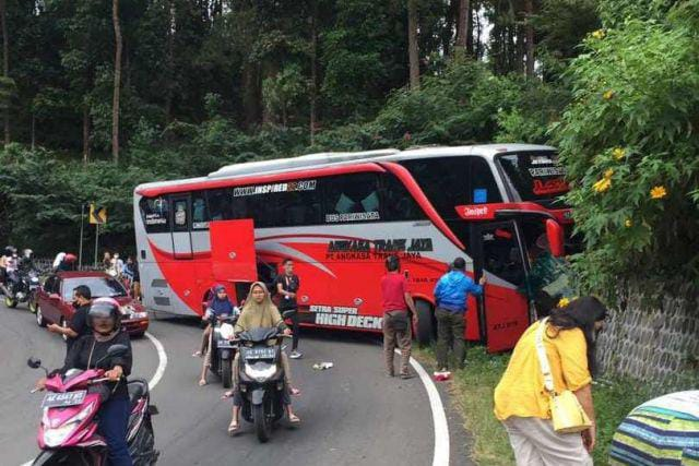 Kecelakaan Bus Pariwisata Alami Rem Blong