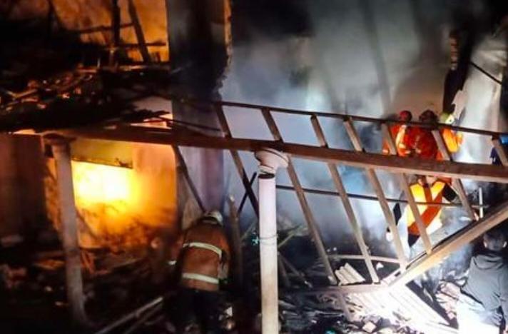 Rumah Nenek 70 Tahun di Blitar Ludes Terbakar